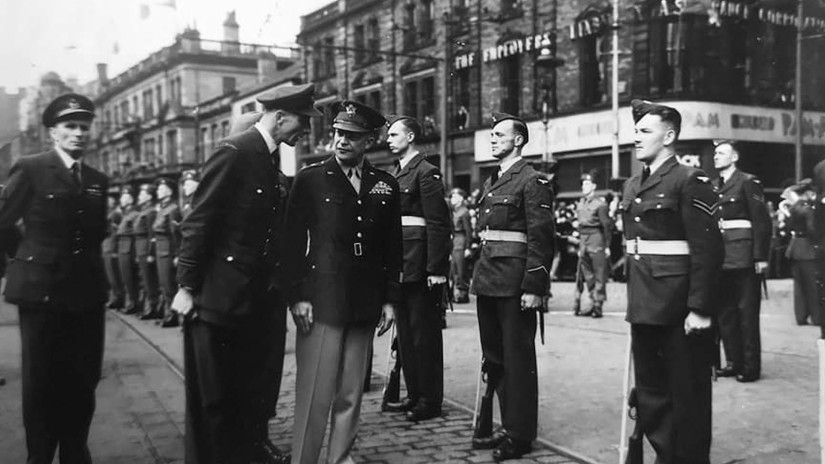wartime-ni-eisenhower-at-belfast-city-hall